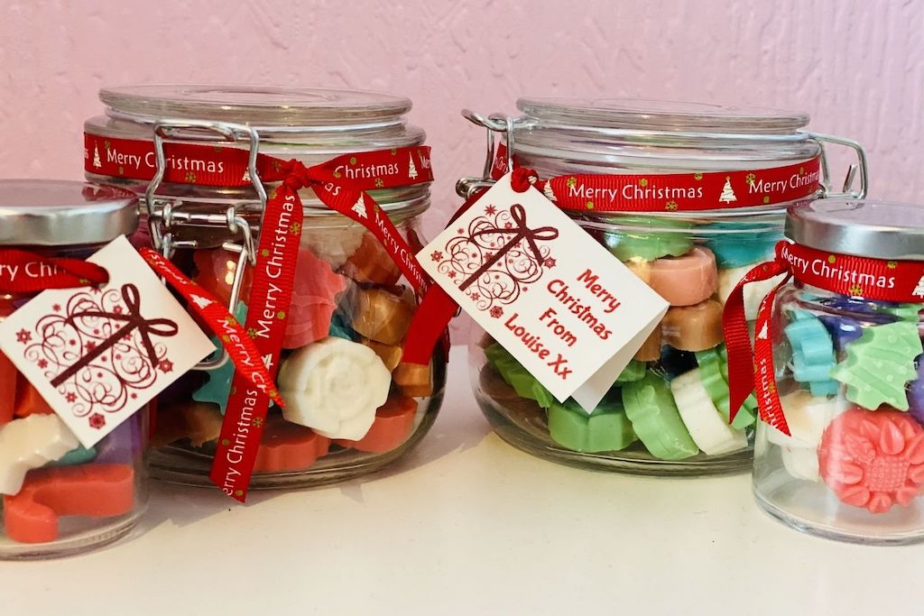 How to make Christmas inspired soy wax melts gifts